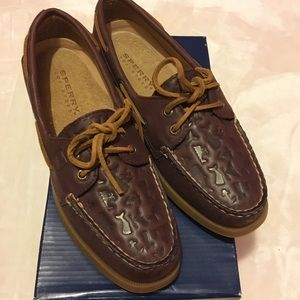 Sperry top sider 2 eye boat shoes. Size 7M. New